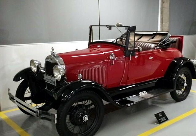 Ford Modelo A Roadster 1929, com o famoso 'banco da sogra'