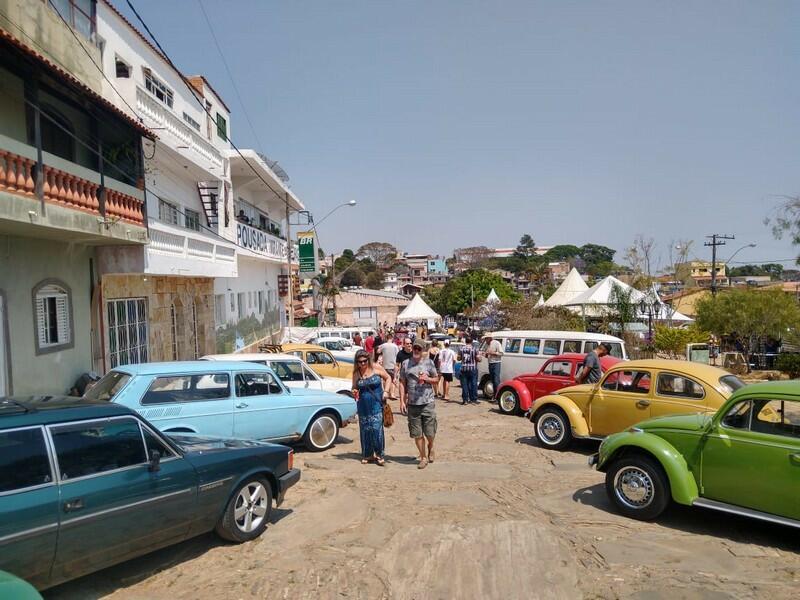 As ruas do centro histórico foram tomadas pelos antigos