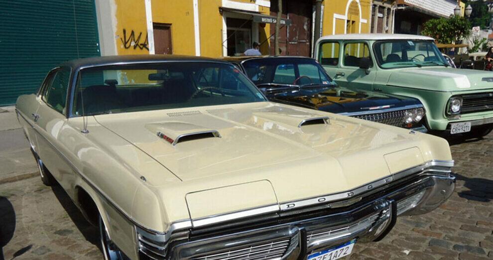 Automóveis antigos no festival do café